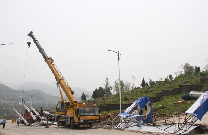 昆山吊车移植电线杆
