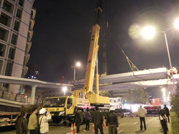 苏州工业园区天桥吊装施工